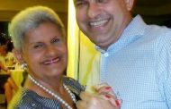 Marcelo Saldanha homenageia a mãe Pituca em noite de autógrafos. Em destaque aqui na Portfólio Vip